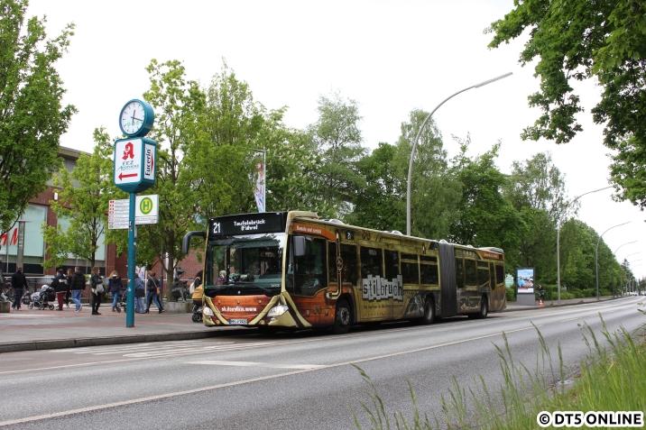 """Zu guter Letzt noch der """"Stilbrecher"""" - ein VHH-Gelenkbus mit Vollwerbung für Stilbruch, hier am Elbe-Einkaufszentrum."""