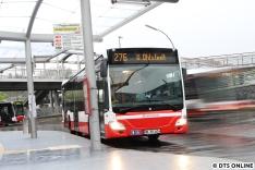 Unten am Poppebütteler ZOB steht einer der fünf Busse der neusten Citaro-Lieferung, zu dem Zeitpunkt der erste der fünf. Inzwischen sind bereits vier der neuen C2 (1611, 1613, 1614, 1615) für den Hummelsbüttler Betriebshof unterwegs, auch 1612 wird ihnen in den kommenden Tagen folgen.