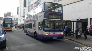 Auf der Linie 37 fährt ein Alexander Dennis ALX 400 in die bekannte Stadt Bath. Von hinten nähert sich weitaus neuerer Enviro 400 MMC auf der 1 nach Broomhill.