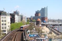 Nur selten kann auf der U3 auch hinten geschildert werden, da der Zug sein Ziel auf dem Ring mehrfach ändert. Nur die Verstärker Schlump - Berliner Tor können das, an einigen wurde auch hinten geschildert, wie auch hier.