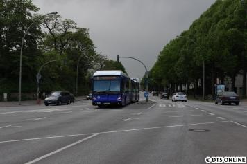 Erneuter Ortswechsel und Wetterumschwung: Wir sehen einen XXL-Bus (Bj 2007) am Dammtor, kurz vor einem kräftigen Schauer.
