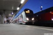 In Hannover begegnete mir dieser IC2-Zug. Der Typ war durch starkes Schaukeln während der Fahrt negativ aufgefallen, derzeit werden die Fahrzeuge überholt