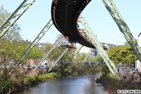 eine letzte Einfahrt in die Haltestelle Werther Brücke