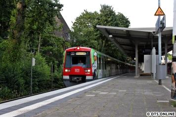4012 in Hasselbrook als S3 nach Pinneberg: Normalerweise verkehren hier nur die S1 und die S11, wo Fahrzeug 4012 regelmäßig angetroffen werden kann, die S31 verirrt sich hier bei Großstörungen im Harburger Raum mal hin.