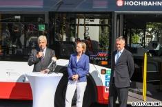 Dann ging es los: Rede von HOCHBAHN-Vorstand Ulrike Riedel (m.), dem Verkehrssenator (li.) und schließlich dem Solaris-CEO (r.)
