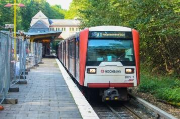 Umgeschildert wurde zum Teil direkt nach Ankunft in Buckhorn, hier läuft das Band von Norderstedt Mitte zum Ziel Ohlstedt.