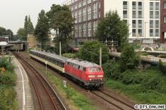 Bisher fuhr der Zug hier nur auf den S-Bahn-Gleisen, anlässlich des Hafenbahnfestes gab es die erste Ausfahrt dieser Art. Aufgrund einer Oberleitungsstörung musste der Zug südlich der Station rund eine halbe Stunde warten.