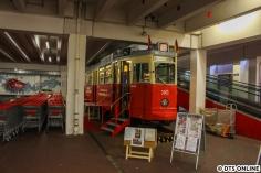 Erstmals sollte dort nämlich die Hamburger Straßenbahn Bestandteil des Verkehrshistorischen Tages werden. Der vom Ehepaar Naefcke hergerichtete Wagen ist in liebevoller Handarbeit aufgearbeitet worden und befindet sich seit April 2016 an seiner alten Wirkungsstätte. Im Mai wurde der Wagen dann eingeparkt im Rewe-Center Stanislawski & Laas.