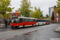 In Quickborn bestand Übergang zwischen dem AKN-Schienenbus und den Bussen des HOV. Hier stehen die drei Busse der Sonderlinie 101 am Quickborner Bahnhof.