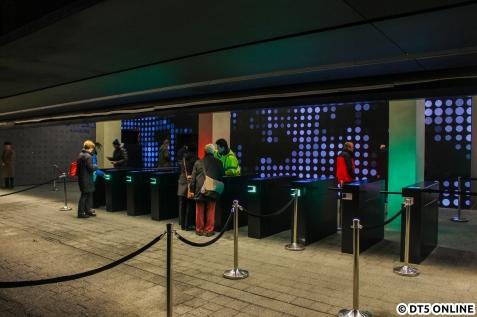Die Plaza ist zugangsbeschränkt; man benötigt für den Einlass kostenlose Tickets. Gegen eine Gebühr von 2€ kann man diese auch im Voraus kaufen.