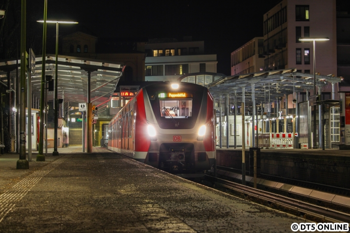 """Das erste Bild entstand am Dienstag in Blankenese, der Zug war pünktlich. Er schilderte zunächst """"S1 Poppenbüttel""""."""