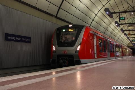 Der Zug rückte dann vor bis zum Vollzughalt, sodass nochmal ein anderes Motiv möglich wurde. S1 Altona war dieses Mal nicht ganz korrekt.