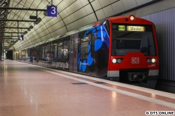 """""""Natürlich"""" trafen sich die beiden Züge nicht unten, da hab ich dann doch etwas nachgeholfen. Der 4005 macht sich in wenigen Sekunden auf den Weg nach Wedel."""