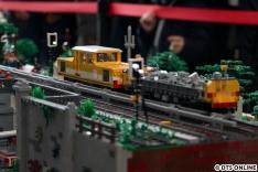 Das Modell, so wie es aufgebaut war, ist quasi tagesaktuell: Derzeit laufen zwischen Ochsenzoll und Kiwittsmoor Gleisbauarbeiten....