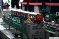 Noch einmal der DT2-Zug von der anderen Seite. Die hintere Einheit ist sogar motorisiert.