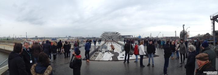Panorama: Ein Blick auf die Haltestelle