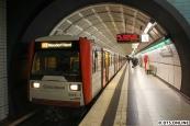 DT3 846 kurz vor Abfahrt aus der Haltestelle Messehallen. Trotz des Zugziels Niendorf Nord fährt der Zug nur bis Hagenbecks Tierpark, wo während der Frühjahrsferien ein Umsteigezwang besteht.