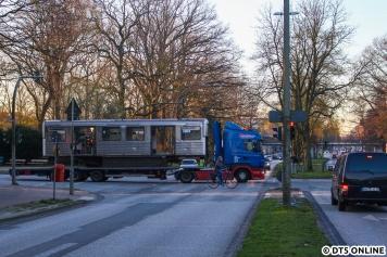 921-2 nahm dann den unvorhergesehenen Weg Richtung Bahnhof, alle DT2-Transporte und der erste Wagen fuhren in Richtung meines Standortes. Das ist dann zwar einerseits Pech, beschert einem aber auch diese Profilaufnahme
