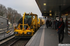 """Anlass sind Gleisstopfarbeiten vor der neuen """"alten"""" Wagenhalle."""