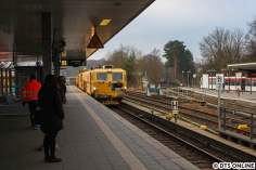 Kurze Zeit später bei der S-Bahn: Dieser Bauzug der Firma Strabag erreicht Ohlsdorf.