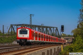 Zum Vergleich: Dieses Foto entstand am 7. Mai an der selben Stelle, ein 472 verirrte sich auf die S3, wurde aber nach dieser Fahrt auch wieder durch einen 474 ersetzt - die Fahrt sollte nämlich nach Buxtehude gehen.
