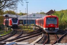 Am Morgen des 11. Mai setzt 4034 nach dem Einsatz auf der S11 ins Werk Ohlsdorf aus, wo der 9104 schon auf seine Weiterfahrt Richtung Poppenbüttel wartet. Im Hintergrund ist außerdem 9002 zu sehen.