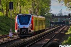 Mit etwas Verfrühung startet der Zug zu seiner allabendlichen Rundfahrt, zunächst nach Pinneberg.