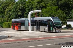 Der Elektrobus beim Laden an der Stadionstraße.