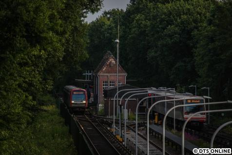 312 am Abend noch einmal in Fuhlsbüttel Nord: An dem Samstag lief der Zug noch ein letztes Mal nach Norderstedt, ehe er dann in Farmsen rausgetauscht wurde. Noch vor einiger Zeit waren ganztägige U1-Einsätze nicht drin, bei erstbester Gelegenheit holte man die DT5 in Farmsen wieder raus.