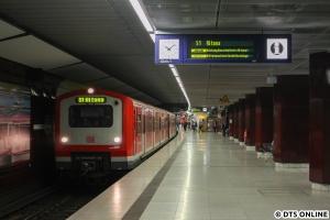 In Gegenrichtung 472 539. Seit der Inbetriebnahme der Flughafen-S-Bahn im Dezember 2008 ist ein Einsatz der Baureihe 472 auf der S1 nicht mehr möglich, für mehrere Tage sah es dennoch wieder so aus.