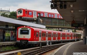 """Ein Glücksgriff war dieses Bild der Einheiten 259 und 219, welche sich am Berliner Tor """"trafen"""". Unten die Zusatz-S1 nach Hasselbrook, oben die leicht verspätete S21."""