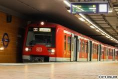 Am 16. Juli war die S3 zwischen Berliner Tor und Wilhelmsburg unterbrochen. Gut drei Minuten vor Abfahrt erreichte der Zug bereits den Haltepunkt Harburg, wo ich ihn dann auch festhielt, da meine S3 in Gegenrichtung ausfiel...