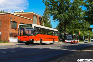 An der Haltestelle Ellernreihe treffen wir die reguläre 118, in Form eines MAN aus 2016. Links außerhalb des Bildes stehen Busse des Traditionsunternehmens Hansa Rundfahrt.