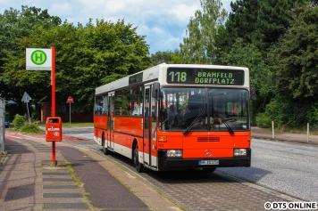 Die Linie 118 führte uns dann zum Bramfelder Dorfplatz. In zehn Jahren soll hier eine U-Bahn fahren.
