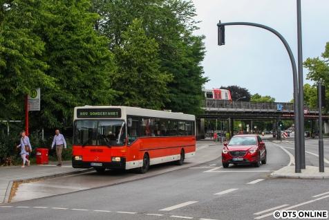 Fotohalt an der Kellinghusenstraße - im Hintergrund passiert ein DT5.