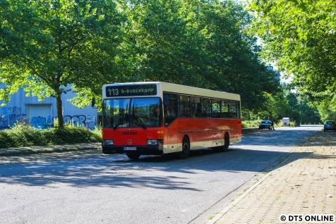 Um etwa viertel vor Zehn erreicht Wagen 2575 die Start- und Endhaltestelle U Sengelmannstraße.