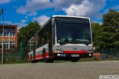 Uns wurden nach einem kleinen Rundgang durchs Verwaltungsgebäude dann einzelne Busse fotofreundlich vorgefahren. Hier sehen wir Wagen 6417, ein Schnellbus, welcher derzeit seinen letzten Sommer bei der HOCHBAHN erleben dürfte; im Herbst sollen neue Schnellbusse diese aus den Jahren 2004/2005 ersetzen.