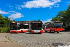 In Wandsbek-Gartenstadt legten wir eine kurze Pause ein, bei der sich ein C2 auf dem U3-Ersatzverkehr, der MAN von eben und unser 2575 trafen.