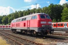 Im südlichen Gleisvorfeld stand die 218 474, welche die 474 von und nach Neumünster zum Umbau überführt.