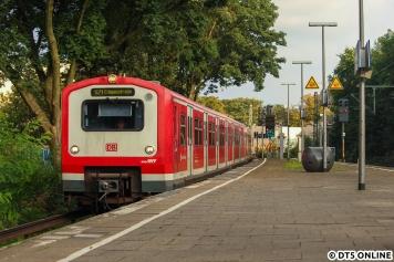 Auf dem Weg nach Ohlsdorf begegnete mir 224. Die S21 fuhr wegen der Brückenbauarbeiten am Berliner Tor auf diesem Linienabschnitt (Hbf - Elbgaustraße) nur alle 20min.