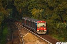 Ein Nachschuss zeigt den Zug mit seiner inzwischen vervollständigten Werbung für Lasik Germany. Die ursprünglich schwarz beklebte Dachkante sorgte für technische Schwierigkeiten, sodass sie erst abgezogen wurde und nun in einem grau neu beklebt wurde.