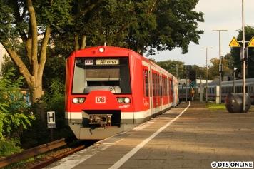Dahinter der Zug 4022, welcher inzwischen Durchgänge hat.
