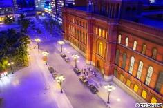 Das rote Rathaus bei Nacht