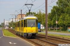 """Ein Tatra-Doppel auf der Linie 37, kurz vor der Haltestelle """"Kleingartenanlage Bielefeldt"""""""