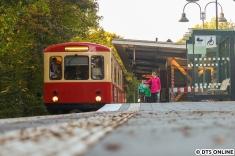 """Zwei """"experimentelle"""" Fotos vom Hanseaten, gut zu erkennen ist die noch recht frische Bahnsteigteilerhöhung."""