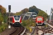 Die vorangegangene S11 stand noch am Bahnsteig, sodass der 490 noch einen Halt einlegen musste. Links wartet ein 474-Vollzug mit 4099 auf einen S11-Einsatz.