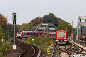 Der Zug fuhr dann weiter als Ohlsdorf und kam (anders als die letzten Male) im Regelgleis an. Gut zu sehen, dass es sich dieses Mal um eine Doppeltraktion handelt.