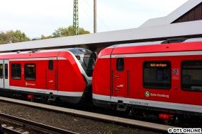 Ein erstes Foto der Kuppelstelle. Die LED-Matrizen bleiben in der Zugmitte eingeschaltet.