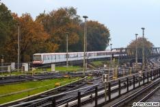 Ein Achtwagenzug DT4 kommt aus Richtung Farmsen...