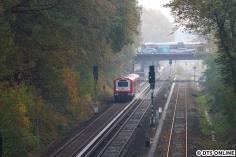 """""""Schrubbi"""", der Schienenreinigungswagen der S-Bahn, ist auch dieses Jahr wieder in den Zug 229 eingereiht worden, hier nährt er sich der Feuerbergstraße."""